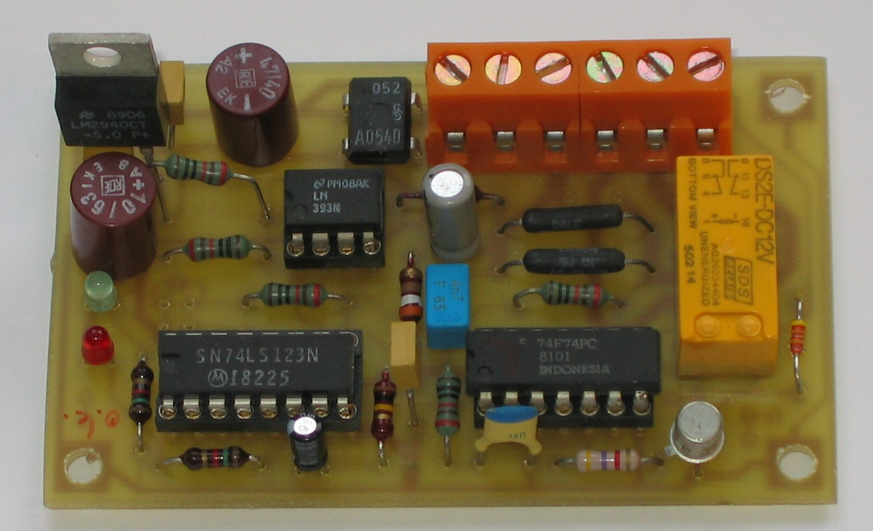 Reverser For Dcc The Polarity Control Relay Is Switched Off When Q1 Covered By